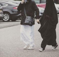 Arab Girls Hijab, Girl Hijab, Niqab Fashion, Muslim Fashion, Cute Muslim Couples, Cute Couples, Muslim Images, Muslim Couple Photography, Arabian Women
