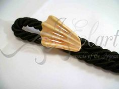 handmade ring https://www.facebook.com/jelart.handmade/photos/a.715000868598864.1073741829.709075939191357/715162618582689/?type=3&theater part #shell resin