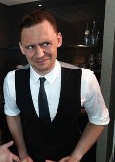 OMG!! HIS FACE!! WHERE HAS THIS BEEN?! I FEEL COMPLETE!! WHY?! I HAVE NO EARTHY IDEA!! TOM HIDDLESTON!!
