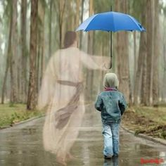 Jesus helping us. Little boy with blue umbrella walking with Jesus. Image Jesus, Padre Celestial, Psalm 91, Isaiah 41, Photocollage, Jesus Pictures, My Jesus, Heavenly Father, Jesus Loves
