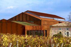 Viña Chateau Barde-Haut  Arquitectos: Nadau Lavergne Architects; ubicación: St Christophe Des bardes, Gironde, Francia; superficie Edificios Nuevos: 1050 m2; superficie Rehabilitation : 820 m2; fotografías: Philippe Caumes.