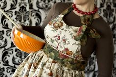 This fun and flirty apron has a side tie bow.  Free .pdf pattern and tutorial.