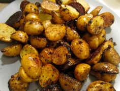 Basalmic Roasted Potatoes Ingredients: Baby new potatoes [yellow or red] Garlic [Minced] Olive oil 1 tablespoon Rosemary 1 tablespoon Basil 1 teaspoon Paprika cup balsamic vinegar Salt & Pepper Potato Side Dishes, Vegetable Side Dishes, Vegetable Recipes, Polenta, Side Dish Recipes, Dinner Recipes, Cooking Recipes, Healthy Recipes, Cooking Games