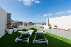 thesuites GranCanaria Apartments Agaete Offering stylish apartments with balconies and beautiful ocean views, thesuites GranCanaria Apartments is 500 metres from Puerto de las Nieves Port and its surrounding beaches. It features an outdoor swimming pool and free WiFi.