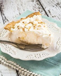 Angel Food Pie tastes like a pineapple cloud. It's creamy delicious and just melts in your mouth. The delicate pineapple flavor is like a warm sunny day. Pie Recipes, Baking Recipes, Dessert Recipes, Angel Pie Recipe, No Bake Desserts, Just Desserts, Peach Cobbler Cheesecake Recipe, Pie And Tart Pans, Dessert Bars