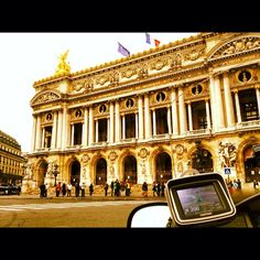 Honda Goldwing - New Way Taxi Moto.  Place de l'Opéra, Paris #taximoto #mototaxi #taxi #paris Taxi Moto, Honda, Louvre, Street View, Mansions, House Styles, Place, Building