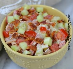 Party Summer Salads To Amaze Your Guests Bacon Cucumber Tomato Salad Save Print Prep time 10 mins Cook time 2 mins Total time 12 mins Delicious Bacon Cucumber Tomato Salad that is reminiscent of the most delicious BLT - Pink Unicorn Easy Macaroni Salad, Pasta Salad With Tortellini, Pasta Salad Italian, Cucumber Tomato Salad, Creamy Cucumbers, Summer Corn Salad, Summer Salads, Fresco, Mexican Chopped Salad
