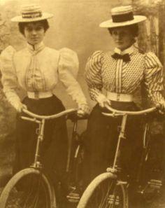 Gallery - page 4 1900 Clothing, Edwardian Clothing, Edwardian Era, Edwardian Fashion, Old Photos, Vintage Photos, Victorian Photography, Victorian Goth, Lace Tights