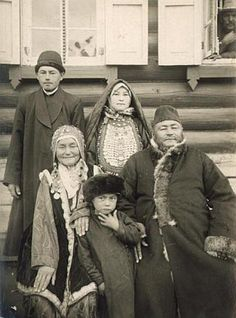Family in festive clothes. Bashkirs of Russia. Beginning of XX century.