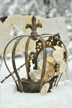 couronne We 3 Kings French Decor, French Country Decorating, French Chic, Crown Centerpiece, Crown Decor, Metal Crown, Invisible Crown, Tiaras And Crowns, Vintage Shabby Chic