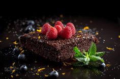 Chocolate cake with raspberries, blueberries, orange zest and pipermint on 500px.Delicious chocolate cake with raspberries. by Raul G. Herrera - Photo 203006891 / 500px