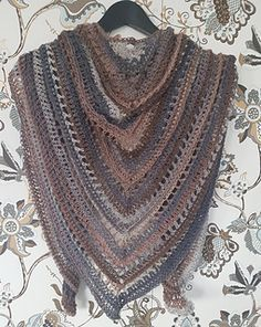 This pattern is based on Penelope Shawl by Carolyn Christmas, which you also find here on Ravelry.