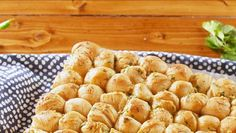 Best Bubble Bread Recipe - How To Make Bubble Bread Finger Food Appetizers, Yummy Appetizers, Appetizer Recipes, Snack Recipes, Cooking Recipes, Bread Recipes, Bread Appetizers, Candy Recipes, Superfood