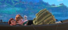 When Hans and Anna made the PG rating very dubious.   27 Disney Cartoons Paused At Exactly The Right Moment