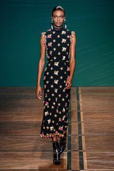 Vogue Fashion, Fashion 2020, Fashion Trends, Paris Fashion, Quirky Fashion, Fashion Looks, Floral Fashion, Vogue Paris, Fashion Show Collection