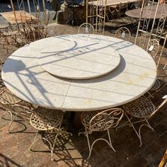 #gardendecor#gardenstyle#countrystyle#vintagefinds Italian Country Decor, Country Style, Outdoor Furniture, Outdoor Decor, Home Decor, Travertine, Rustic Style, Decoration Home, Room Decor