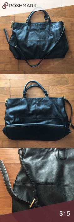 ea53113893e Forever 21 Faux Leather Purse. 🖤 Awesome purse Large (See pics for  dimensions)