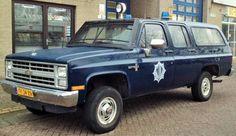 De Chevrolet Scottsdale K 10 werd in 1988 aangeschaft om tijdens onrusten zoals risico volle voetbalwedstrijden snel personeel  verplaatsbaar te hebben. Zij zijn 4 x 4 aangedreven en in blauw, zoals alle M.E. voertuigen uitgevoerd. Achterin kon een bench voor een hond worden geplaatst. De K10 reed alleen op benzine.