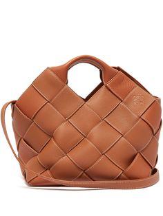 Loewe Taschen, # Taschen - My Bag Ideas Tan Bag, Fashion Handbags, Fashion Bags, Loewe Bag, Unique Purses, Basket Bag, Everyday Bag, Up Dos, Shoes