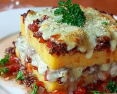 Succulent, tasty, enveloping, appetizing ... a delight to be prepared by cooking with leftover polenta! Wonderfully good! #cornmeal #lasagna