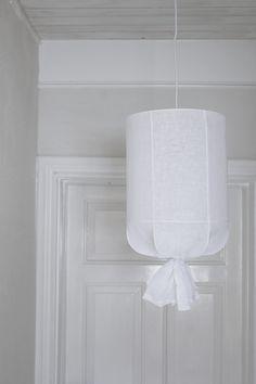 Gör lampskärm t balkong m ståltråd och linnetyg
