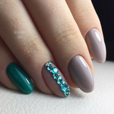 Pin For Trend Presented Amazing Glitter Gems Ideas For Your Nails - Nail Art Ideas 2019 (Best Nail Art Designs & Images Collection) Classy Nails, Trendy Nails, Cute Nails, Bling Nails, Glitter Nails, My Nails, Round Nails, Oval Nails, Classy Nail Designs