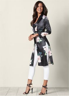 Shop women's FLORAL LONG JACKET in Black Multi from VENUS clothing online or Discover jackets & coats in trendy styles at great prices today. Black Women Fashion, Look Fashion, Womens Fashion, Fashion Trends, Trendy Fashion, Fashion Ideas, Winter Fashion, Elegantes Outfit Damen, Venus Clothing