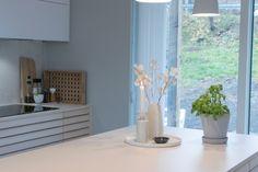 Kjøkkenet vårt – Villafunkis.no Decoration, Buffet, Divider, Kitchen, Room, Furniture, Home Decor, Modern, Decor