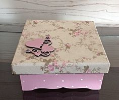 Decoupage Vintage, Decoupage Box, Shabby Chic Boxes, Vintage Shabby Chic, Vintage Scrapbook, Mini Scrapbook Albums, Wooden Memory Box, Pretty Box, Stone Crafts