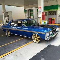 Ford Falcon XY GT. What a beauty queen!! Wow.. Australian Muscle Cars, Aussie Muscle Cars, Rc Cars And Trucks, Us Cars, Car Ford, Ford Gt, Classic Hot Rod, Classic Cars, Old School Cars