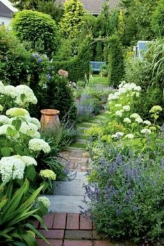 Front Garden Design Embrace immediate mood boosters by nurturing engaging garden space in your backyard.Front Garden Design Embrace immediate mood boosters by nurturing engaging garden space in your backyard. White Gardens, Small Gardens, Outdoor Gardens, Dream Garden, Garden Path, Lush Garden, Tropical Garden, Hydrangea Garden, Garden Steps