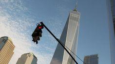3 novembre 2014. Treize ans après les attentats du 11 septembre 2001, la nouvelle tour «One World Trade Center» accueille ses premiers locataires. Les bureaux du magazine Vanity Fair se trouvent au 41ème étage.