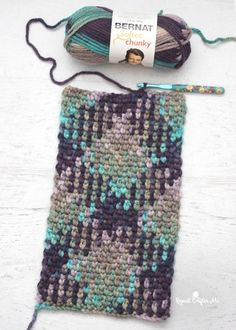 Planned Colour Pooling I saw this over at the Repeat Crafter Me FB page. AMAZING and all from one ball!  Have you heard of planned color pooling?! Many variegated yarns have a repeating sequence of colors. Patterns like this can be created with simple stitches! This is Bernat Softee Chunky yarn in Shadow. With a size H hook I chained 28 and used the moss stitch.
