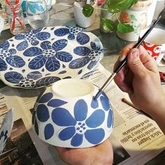 Discover recipes, home ideas, style inspiration and other ideas to try. Painted Ceramic Plates, Painted Pots, Ceramic Clay, Hand Painted Ceramics, Ceramic Painting, Ceramic Bowls, Ceramic Pottery, Pottery Painting Designs, Pottery Designs
