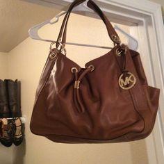 Michael Kors hand bag Brand new Never used Michael Kors bag!! Michael Kors Bags Totes
