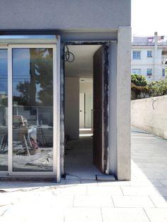 Puerta de entrada en obras | Casa W | 08023 Arquitectos - Barcelona | #Arquitectos #Puertas #Casas