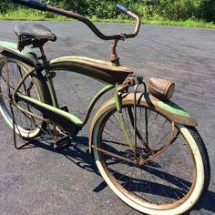1941 Colson Clipper Old Bicycle, Cruiser Bicycle, Old Bikes, Push Bikes, Dog Facts, Pedal Cars, Classic Bikes, Bicycle Design, Vintage Bicycles