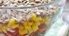 Ostatnio bardzo zasmakowały nam sałatki z dodatkiem prażonego słonecznika. Tutaj  znajdziecie poprzednią pyszną wersję. Tym razem mam dla Wa... Feta, Health Fitness, Vegetables, Salads, Vegetable Recipes, Fitness, Veggies, Health And Fitness