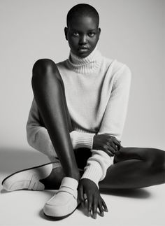 Easy Street: Adut Akech & Kaia Gerber (p: Bibi Borthwick), Vogue US, February Model Poses Photography, Fashion Photography, Lifestyle Photography, Editorial Photography, Glamour Photography, Kaia Gerber, Vogue Poses, Shooting Studio, Photography Poses