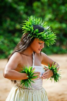 The most beautiful dance Hawaiian Girls, Hawaiian Dancers, Hawaiian Luau, Hawaiian Woman, Polynesian Dance, Polynesian Culture, Polynesian Girls, Hawaii Hula, Aloha Hawaii