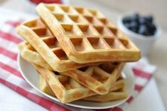 Gofri recept - a kipróbált tuti alaprecept - csakapuffin. Waffle Iron, Main Meals, Sandwiches, Deserts, Food And Drink, Sweets, Cookies, Baking, Breakfast