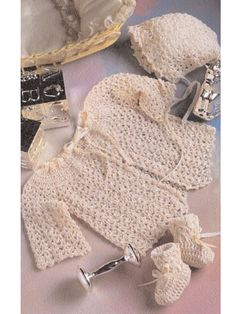 Old-Fashioned Baby Sweater Set free crochet pattern