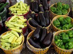 Zacusca este un fel de mâncare românesc foarte gustos, destul de laborios ce necesită o oarecare experiență în bucătărie. Reușita acestui preparat constă în răbdarea de a pregăti corespunzător legumele și atenta sterilizarea a borcanelor de zacuscă dar...