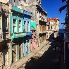 Hasta pronto, Habana.. ✈️ #cuba #caraibi #cubanos #cuba2015 #casaparticular #architecture #architecturelovers #colors #habana #havana #habanavieja #ig_cuba #igerscuba #igworldclub #instapassport #loves_cultures #carribean #photoshoot #picoftheday #photooftheday #sky #skyporn #goodtimes #goodpeople #travelgram #travelphotography #tlpicks #minimalism #artdeco