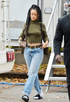 November Rihanna on set filming Ocean's 8 : ⊱✰⊰Blessed: ⊱✰⊰ Mode Rihanna, Rihanna Riri, Rihanna Style, Fashion Killa, Look Fashion, Fashion Outfits, Womens Fashion, Socks Outfit, Rihanna Outfits