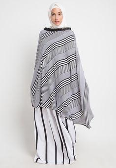 Mukena Mukaga Baltik_1 Hijab Fashion, Women's Fashion, Bell Sleeves, Bell Sleeve Top, Hijab Tutorial, Niqab, Fashion Sewing, Muslim, Sewing Patterns