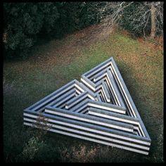Robert Morris, Labirinto, trani, serpentino, cemento (1982) - Fattoria di Celle - Collezione Gori, foto Aurelio Amendola