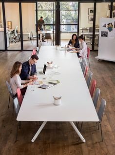 Coalesse Potrero415 Table is the new centerpiece of office life. Designed to welcome teammates to collaborate, Potrero415 Tables are a refreshing antidote to the traditional conference-room table.