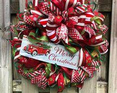 Christmas Wreath, Christmas Red Truck Wreath, Red and White Wreath, Holiday Wreath, Christmas Door D Christmas Red Truck, Merry Christmas Sign, Christmas Gnome, All Things Christmas, Christmas Crafts, Christmas Ornaments, Christmas Ideas, Christmas Cheese, Christmas Tutu
