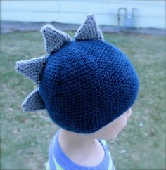 Introducing (drum roll please) the first crochet pattern I designed - The Stegosaurus Dinosaur Hat ! Since this is my first pattern, please. Crochet Dinosaur Hat, Crochet Deer, Crochet Beanie, Crochet Hooks, Crochet Baby, Free Crochet, Crocheted Hats, Yarn Projects, Crochet Projects